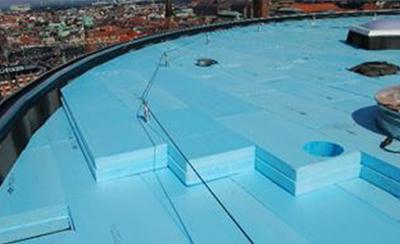 Axeltorv 2 – Multifunktionsgebäude mit Umkehrdächern in Zentrum von Kopenhagen