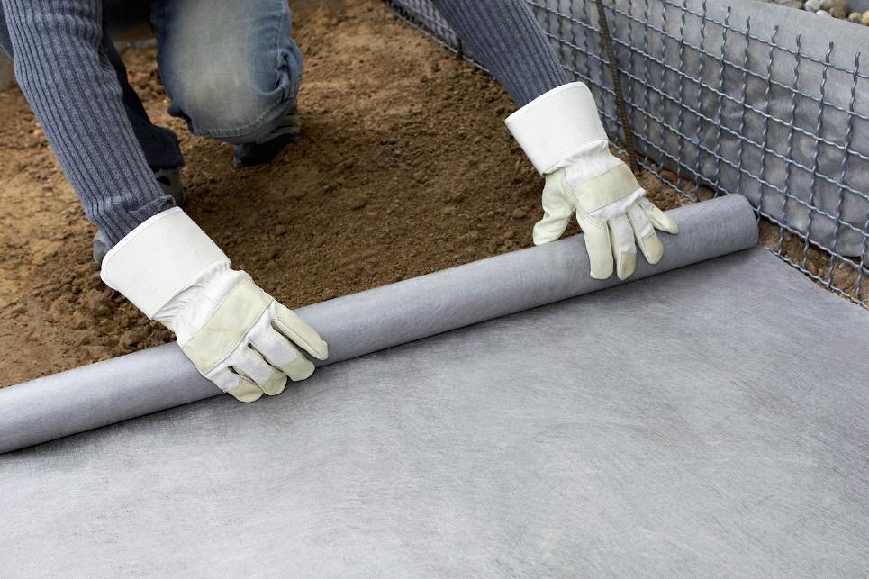 Geotextila--polypropylen-zahrada-okapovy-chodnik-drenaz-pod-dlazbu-makadam-dlazba